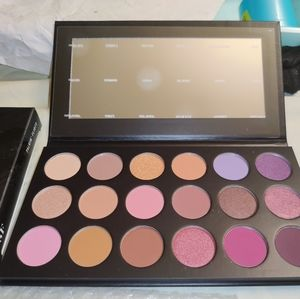 Morphe eyeshadow palette with 18 different shades